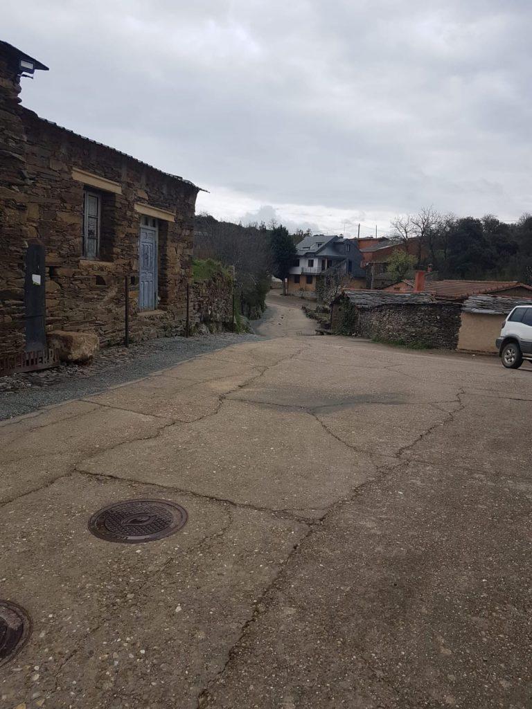 Cables soterrados y asfalto renovado en Bercianos de Aliste
