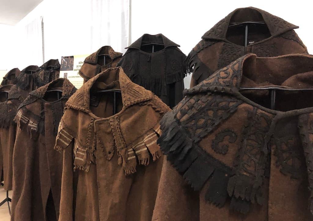 Exposición de capas pardas alistanas en Bercianos de Aliste